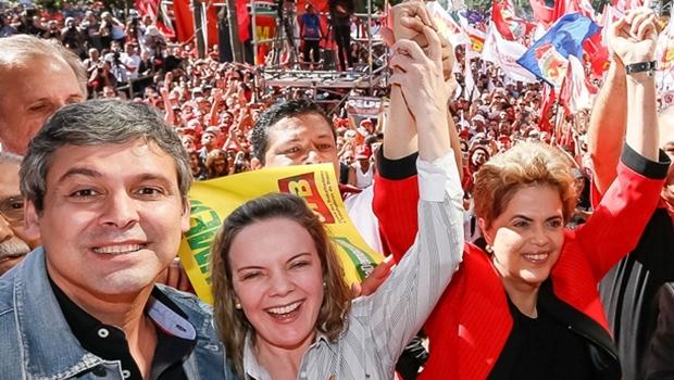 Senadores Lindbergh Farias e Gleisi Hoffmann com a presidente Dilma Rousseff, todos do PT | Foto: Roberto Parizotti/ CUT