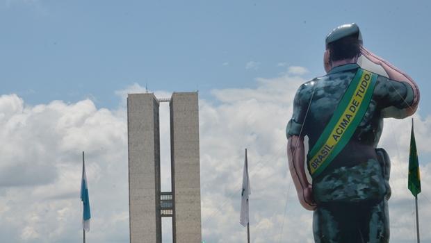 Pesquisa (alarmante) mostra que 35% dos brasileiros são a favor de intervenção militar