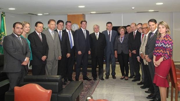 Marconi acompanhado de senadores e deputados goianos em reunião com Temer | Foto: Humberto Silva