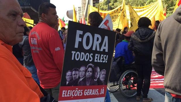 Manifestantes defendem eleições gerais em ato na Avenida Paulista