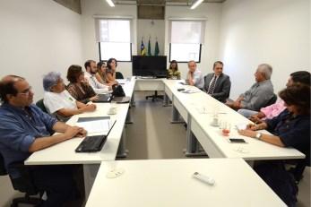 Membros do Conselho de Arquitetura e Urbanismo de Goiás (CAU-GO) em audiência com o promotor de Justiça Juliano de Barros Araújo sobre o caso Nexus Shopping & Business a ser construído no Marista