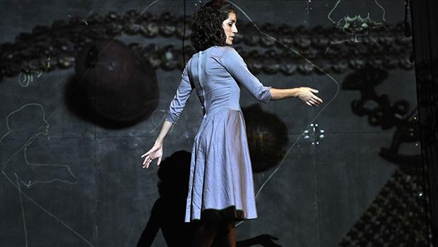 A peça conta a história real de Jacy, uma mulher que vive a Segunda Guerra Mundial e a ditadura militar, vindo a morrer sozinha em Natal (RN)   Foto: Vlademir Alexandre