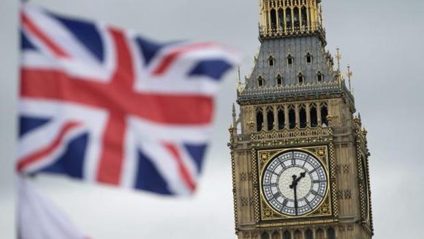 Reino Unido decide sair da União Europeia e primeiro-ministro anuncia renúncia
