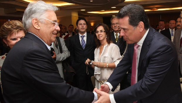 Fernando Henrique Cardoso e Marconi Perillo: quando presidente, o tucano trabalhou para que Iris Rezende fosse candidato com o apoio do PSDB, mas o tucano goiano resistiu e foi eleito governador, em 1998, aos 35 anos