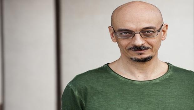 Sérgio Rodrigues, escritor amplamente reconhecido na França, dá oficina de escrita gratuita em Goiânia