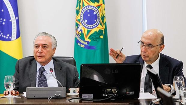 Michel Temer e Henrique Meirelles: o ministro da Fazenda potencializa o fator credibilidade do presidente interino, o que é importante para aprovar medidas no Congresso Nacional | Foto: Beto Barata/PR