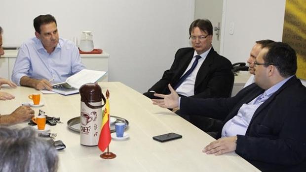Visita de diretores do Codese ao pré-candidato pelo PSB, Vanderlan Cardoso   Divulgação