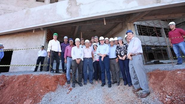 Governador durante visita às obras do Hospital do Servidor, que será entregue em breve | Foto: Henrique Luiz