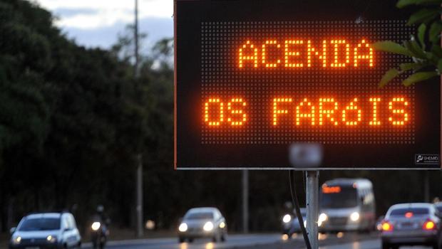 Em Goiás, prazo para adaptação à Lei do Farol Baixo termina neste domingo (20)