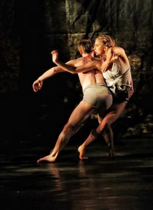 "Retrato de ""Faun"", dueto interpretado pelos bailarinos Nicola Willsda e Philipe Lens | Foto: Rubens Cerqueira"
