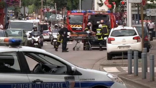 Padre é degolado em ataque terrorista na França