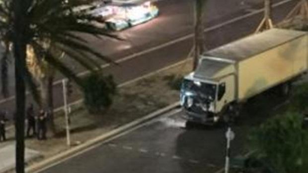 Mais de 70 pessoas foram mortas por caminhão em Nice, diz polícia