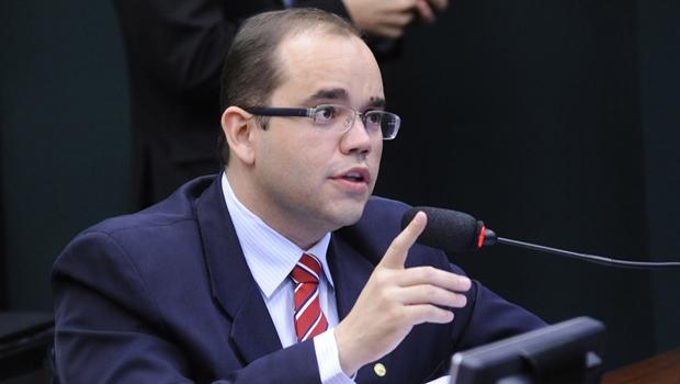 Deputado goiano defende reforma no ensino médio, mas cobra discussão do tema
