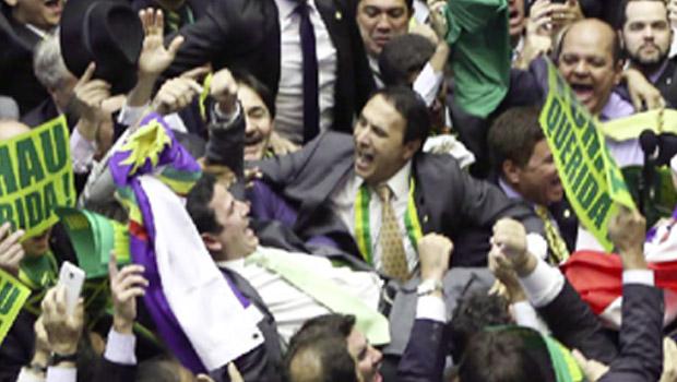 Fazendo caras e bocas, o tocantinense Carlos Gaguim aparece para todo o Brasil na votação do impeachment  | Foto: Marcelo Camargo / Agência Brasil