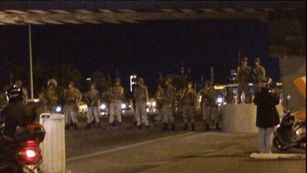 Militares tomaram pontos estratégicos em Istambul | Foto: reprodução/Twitter