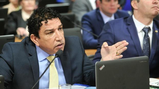 Magno Malta é acusado de receber R$ 100 mil não declarados