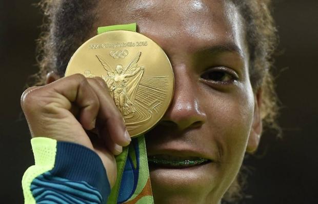 Rafaela Silva: os olhos eram firmes e sem sorriso. Os olhos eram o corpo rijo, ereto, em equilíbrio