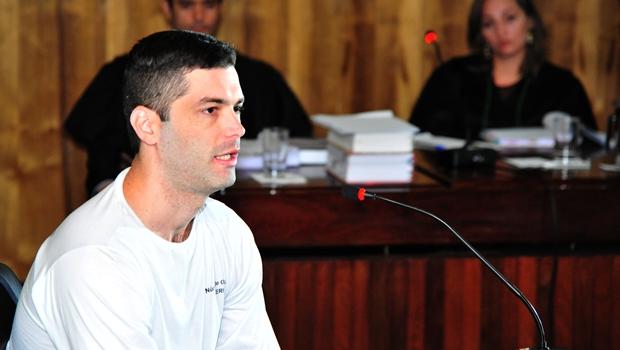 """Em julgamento, serial killer fala em """"amor a Deus"""" e revolta família de vítima"""