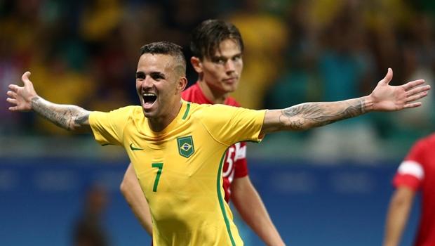 De goleada, Brasil vence Dinamarca e se classifica para as quartas no futebol masculino