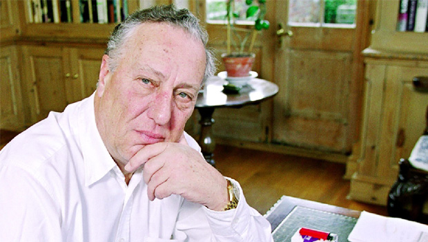 Frederick Forsyth, mestre das histórias de espionagem, garante que não vai publicar mais livros