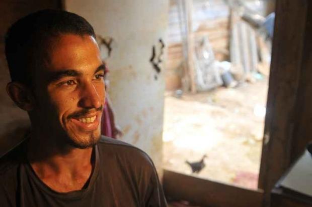 João Rodrigues Cerqueira, de 20 anos, achou 1,4 mil dólares e devolveu ao dono; ganhou recompensa e um emprego   Foto: Minervino Júnior/Correio Braziliense