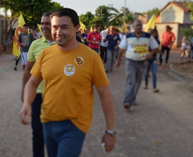 Professor Kelson, candidato do PSB a prefeito de Bonfinópolis, é o favorito | Foto de seu Facebook