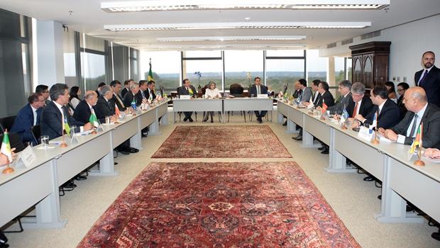 Presidente do STF promove reunião histórica com governadores