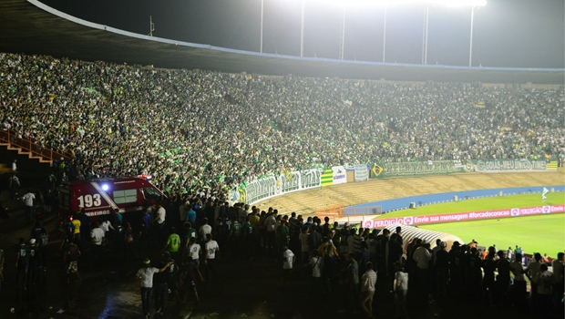 Após pancadaria, Justiça Desportiva interdita Estádio Serra Dourada