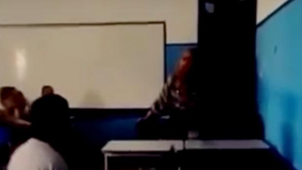 "Professora chama aluno de ""macaco"" e é afastada de escola estadual no Rio"