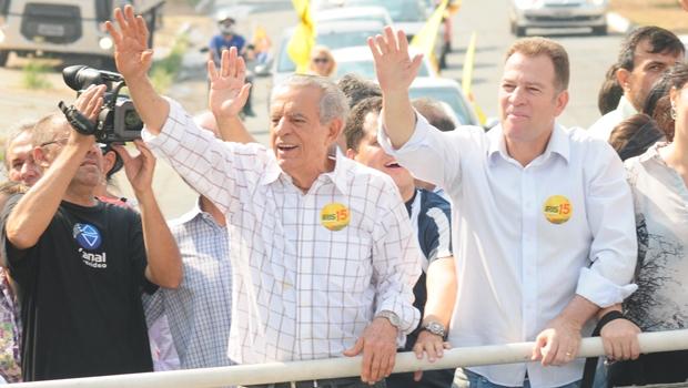 Vereadores comemoram renúncia de Major Araújo à vice de Iris Rezende com lauto churrasco