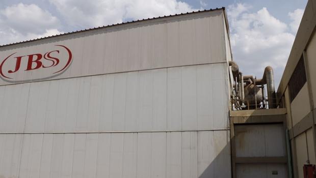 Ministério do Trabalho interdita frigorífico da JBS em Senador Canedo