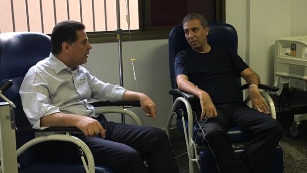 Após atentado, Marconi Perillo visita José Eliton no Hugol