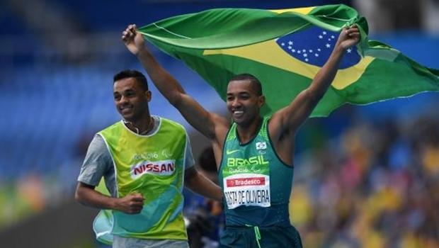 Ricardo Costa Oliveira, do salto a distância T11, conquistou a primeira medalha de ouro do Brasil nas Paralimpíadas Rio 2016 | Foto: Tânia Rêgo/Agência Brasil