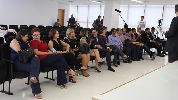 Equipe da Seduce durante abertura de envelopes   Foto: Solimar