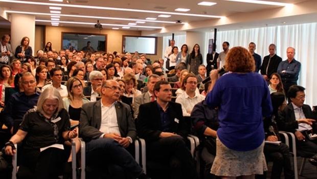 Diretora de Desenvolvimento Setorial da ANS, Martha Oliveira, durante apresentação aos representantes de prestadores e operadoras selecionados