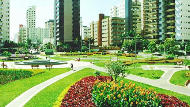 Praças enfeitadas com flores foram orgulho dos goianienses: asfalto e concreto não suprem a humanização da cidade | Foto: Divulgação