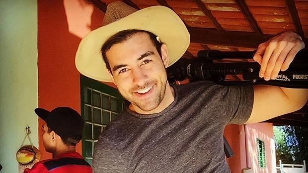 Caué Barcelos é ator, diretor, cantor e bailarino, ex-aluno do Instituto Gustav Ritter | Foto: Reprodução