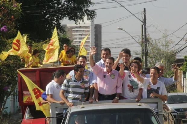 Darlan Braz, Vanderlan Cardoso, Marcos Abrão e Lúcia Vânia: carreata concorrida em Goiânia   Foto: Equipe de campanha do PPS