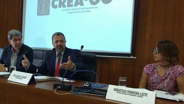Câmara discute projetos que liberam prefeitura de analisar obras de casas