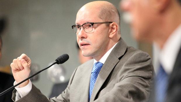 Demóstenes Torres antecipa filiação ao PTB para 2ª-feira, em Goiânia