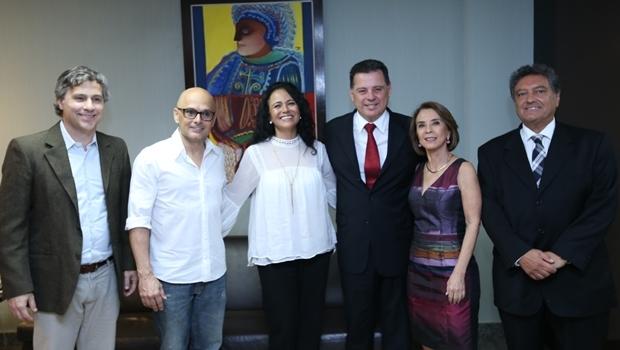 Governador Marconi Perillo e a secretária da Seduce Raquel Teixeira se reuniram com os diretores a Quasar na tarde desta terça-feira (11/10) | Foto: Divulgação