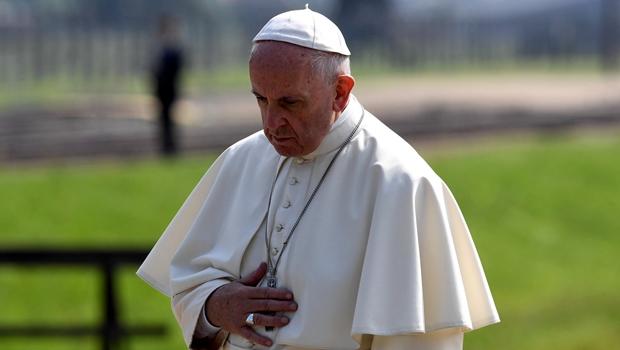 """Papa condena """"teoria dos gêneros"""" e fala em """"guerra mundial para destruir o casamento"""""""