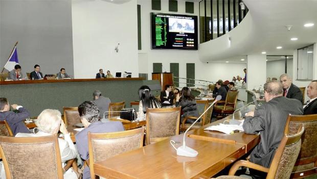 Em sessão noturna na Assembleia Legislativa, deputados estaduais anulam o concurso proposto pela mesa diretora