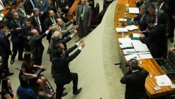 Deputados reclamam sobre votação simbólica na tarde desta quinta-feira (24/11) | Foto: Lula Marques/ AGPT