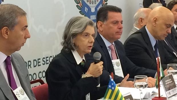 Ministra Cármen Lúcia discursa durante evento