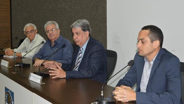 Coordenador da Câmara Especializada de Engenharia, João Batista Tibiriça, conselheiro do Crea-GO, Ricardo Veiga, presidente do Crea-GO, Francisco Almeida