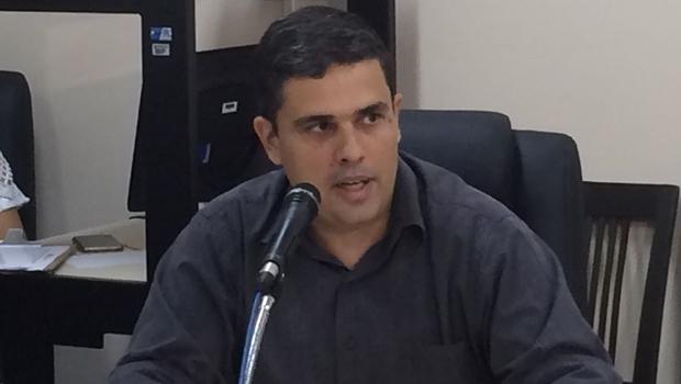 Superintendente da Sefin, Eduardo Scarpa, explica o projeto para orçamento municipal de 2017 | Foto: Larissa Quixabeira / Jornal Opção