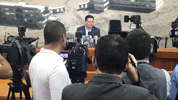 Governador anuncia que vai revogar reajuste salarial a servidores do TCM