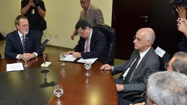 Marconi assina protocolo para criação da Rede Goiana de Educação Internacional