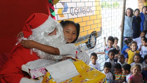 Papai Noel dos Correios já recebeu 9 mil cartas em Goiás